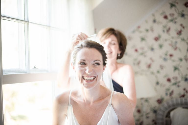 Bride gets ready for her wedding at the Ram's Head Inn on Shelter Island. Captured by New Jersey Wedding Photographer Ben Lau.