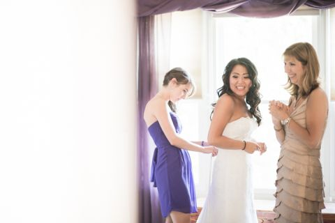Bride gets ready for her Neshanic Valley Golf Course wedding in Neshanic Station, NJ. Captured by northern NJ wedding photographer Ben Lau.
