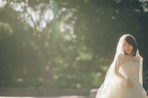 Bride poses in Central Park during her bridal session with NYC wedding photographer Ben Lau.