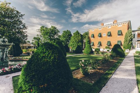 Wedding at the Antrim 1844 Country House in Taneytown, MD. Captured by Baltimore wedding photographer Ben Lau.