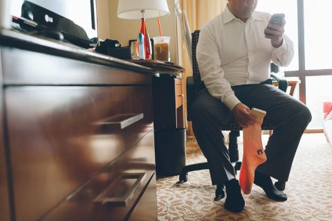 Groom preps for his wedding at the Westmount Country Club. Captured by NYC wedding photographer Ben Lau.