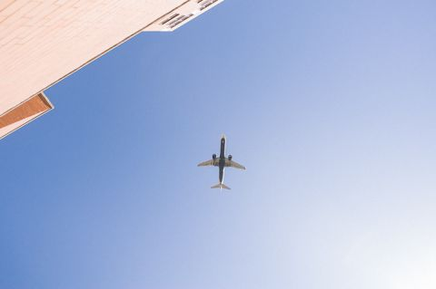 Plane flies overhead at the Sheraton Laguardia East in Flushing, NY. Captured by NYC wedding photographer Ben Lau.
