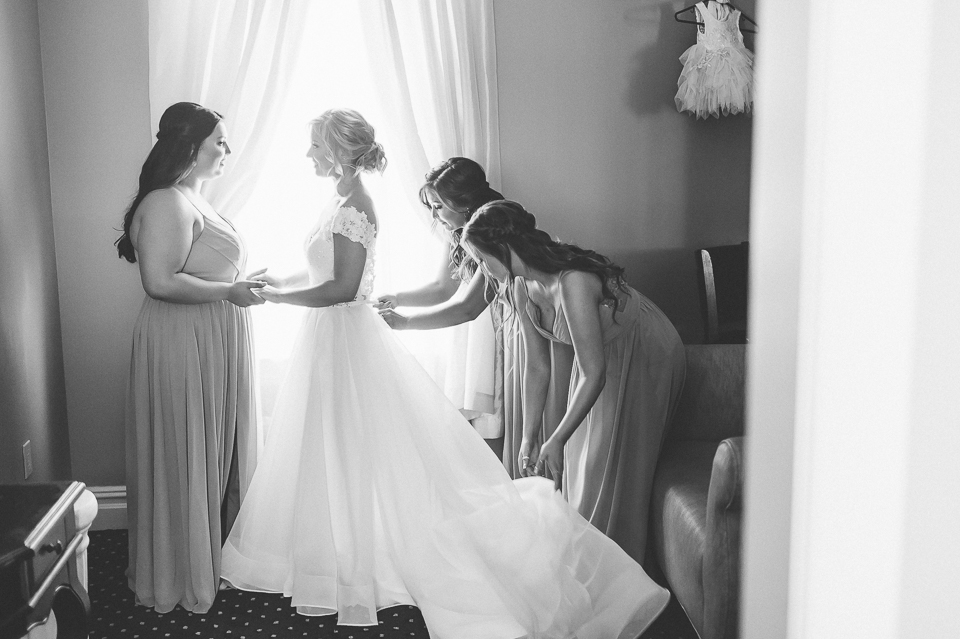 West Hills Country Club wedding in Hudson Valley, captured by fund, candid, photodocumentary Hudson Valley wedding photographer Ben Lau.
