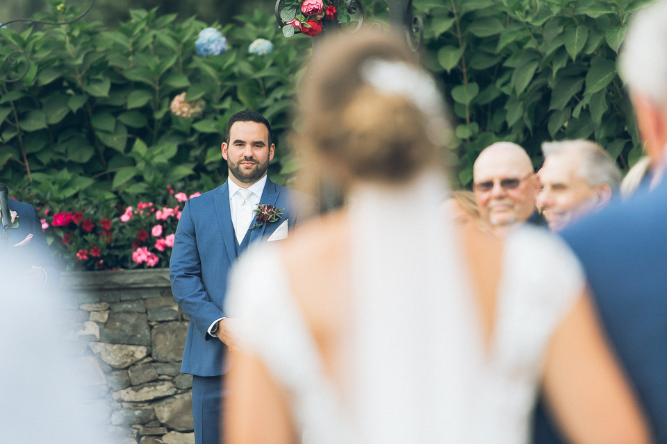 West Hills Country Club wedding in Hudson Valley, NY - captured by candid, photojournalistic Hudson Valley wedding photographer Ben Lau.